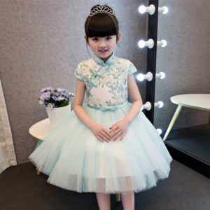 Chinese Traditional Girls Summer Dress Children Kids Cheongsam Princess  Embroideried Flowers Mesh Qipao Birthday Wedding Dresses 1f82f4cc6576
